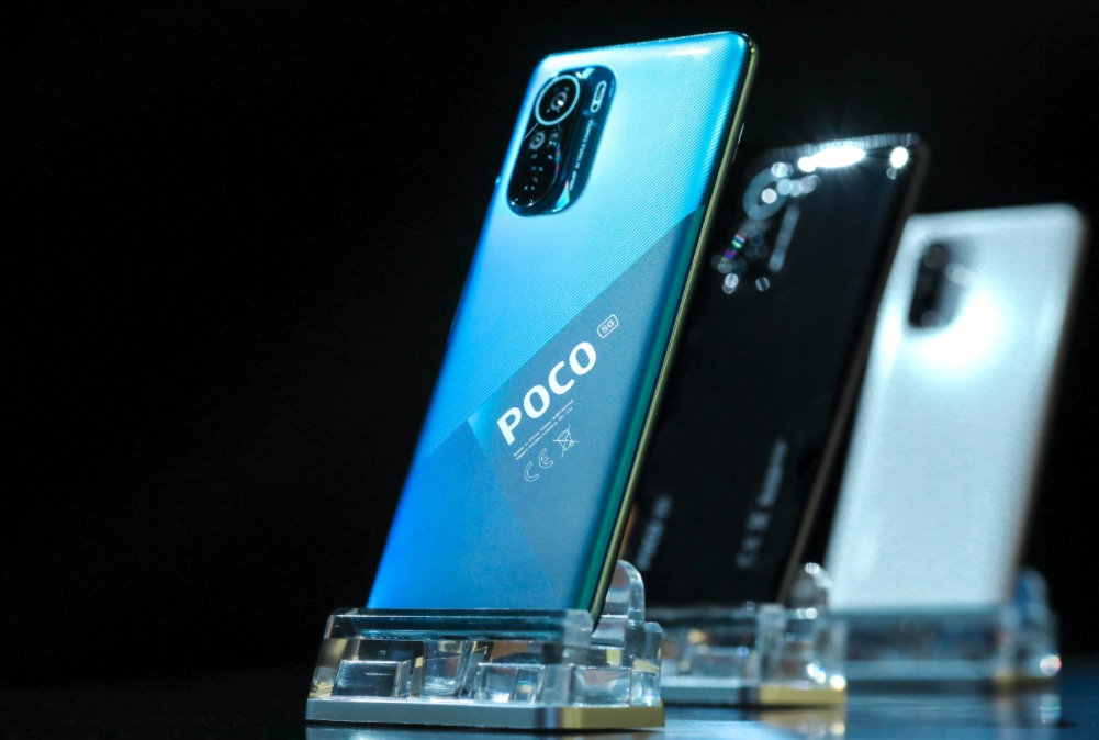 POCO F3 in display
